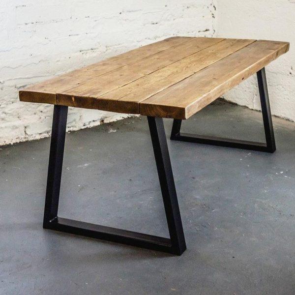 Stalen onderstel met houten tafelblad op maat